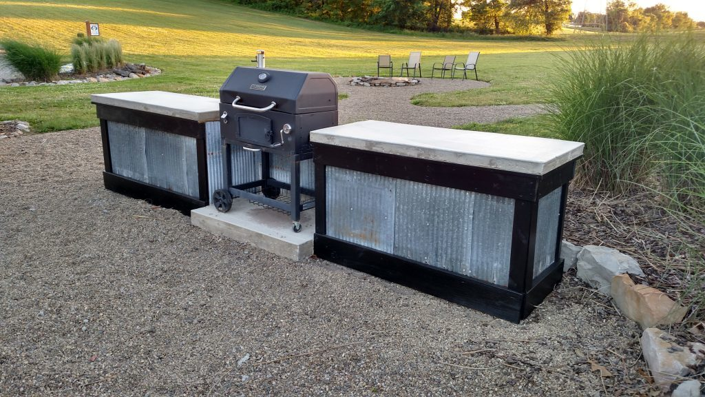 Creating an inexpensive outdoor kitchen with concrete countertops for Cheap outdoor kitchen designs