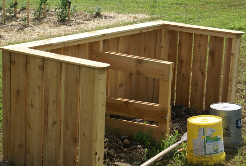 diy pallet compost bin create your own great looking compost bins. Black Bedroom Furniture Sets. Home Design Ideas