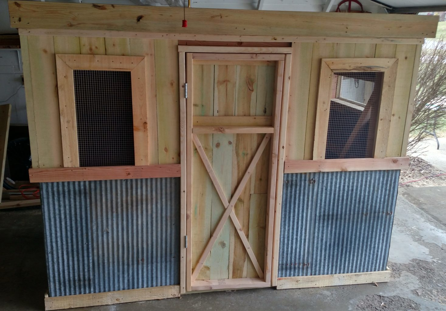 The recycled chicken coop pallet project old world Chicken coop from pallet wood