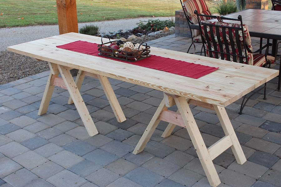 diy sawhorse farm table