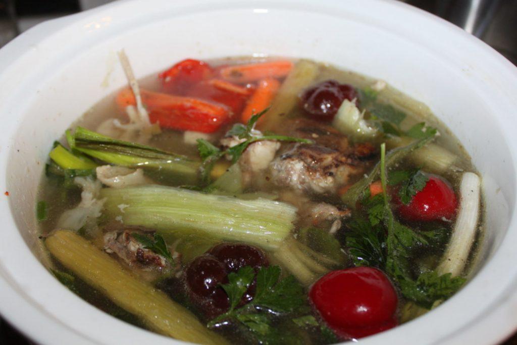 ingredients of homemade chicken stock