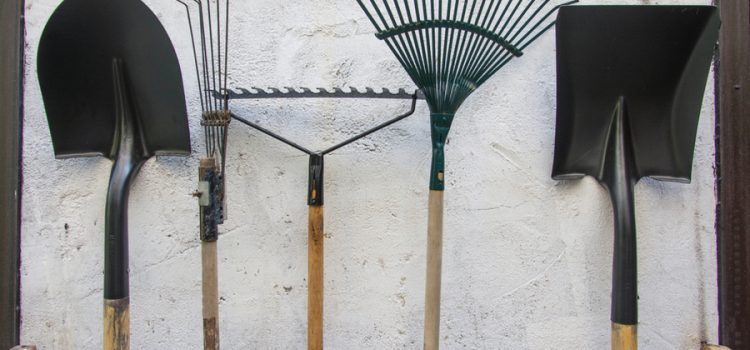 Prepare Garden Tools For Winter