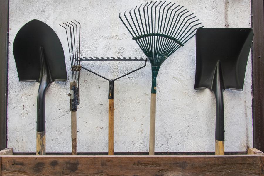 Prepare Garden Tools For Winter
