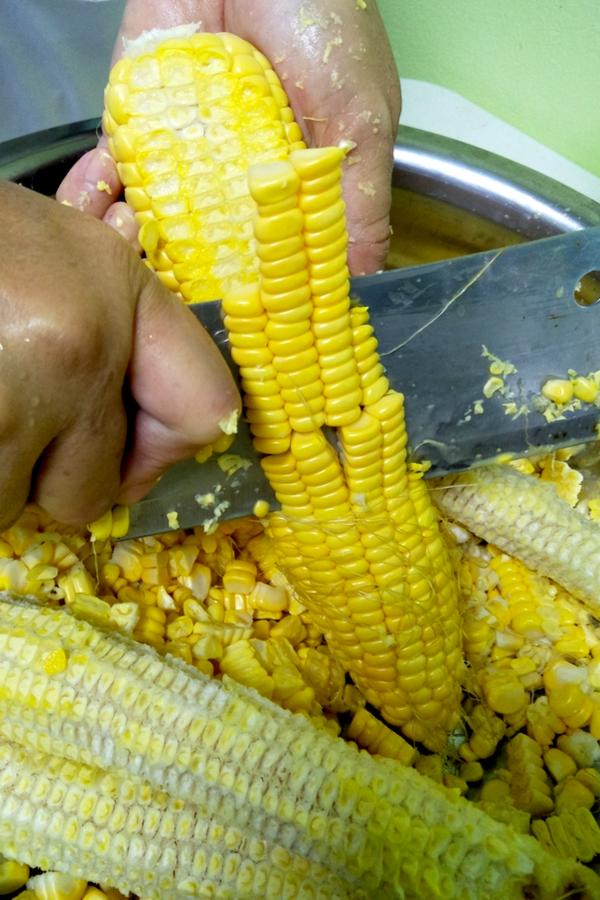 cutting sweet corn to freeze