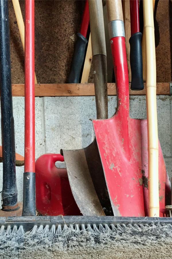 cleaning garden tools